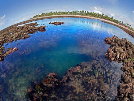 Piscinas naturais da praia de Taipú de Fora, na Península de Maraú, litoral da Bahia.